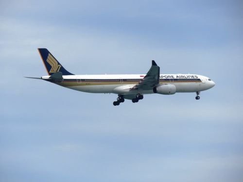 singapore airlines flight aero plane