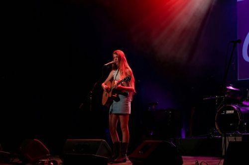 singer entertain guitar