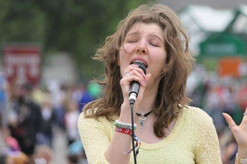 singer  live  singing
