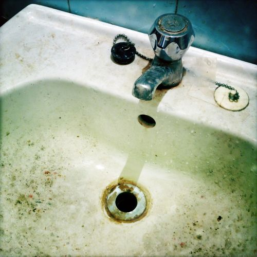 sink dirty faucet