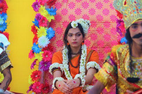 Sita,dusshera,ramayana,Indija,kultūra,Diwali,festivalis,dievas,šventė,hindu,rama,Navami,Viešpatie,paveiksliukas,šventė,šventas,mitologinis,nemirtingas,garbinimas,dievybė,redaguoti,religija,lankas,dussehra,rodyklė,laxmana,keičiamo dydžio,dvasinis,kūrybingas,palaiminimas,pora,hinduizmas,puiku,proga,laimingas,laimė,moteris,dizainas,dieviškumas,religinis,pranašesnis,tradicinis,Navratri,ramnavami,Dharma,kultūrinis,ravana,istorinis,tradicija,karys,velnias,karalius,demonas,dashamukha,karas,vijayadashami,ceremonija,kartais,gražus,suknelė,spalvinga,spalvingas,cosplay,Indijos mergina,gražus wman,saldus,mielas,gerai apsirengęs,makiažas