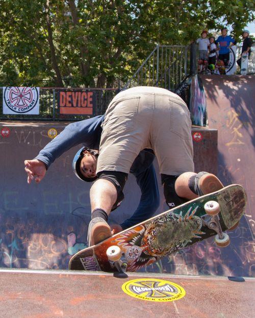 skateboarding skate grind