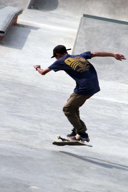 skatepark skateboards boy