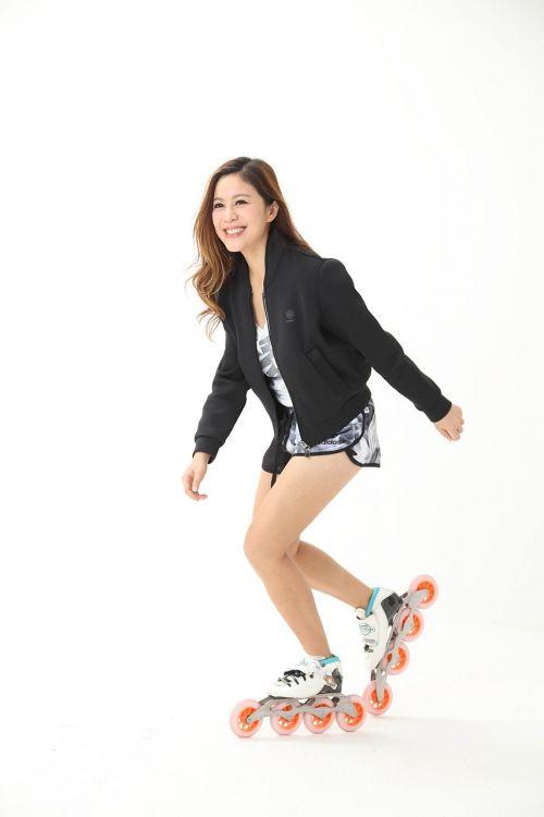 skating happy rollerskating