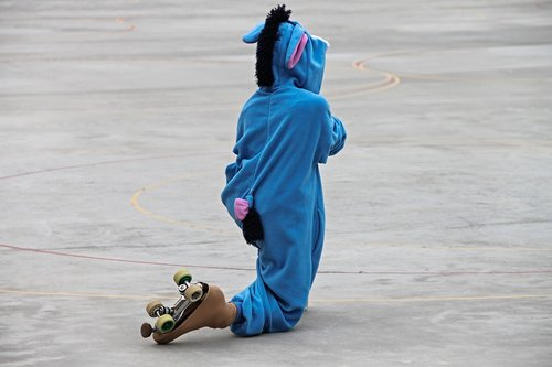 skating  roll art runner  costume