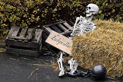 skeleton hay bales trouble with a bill