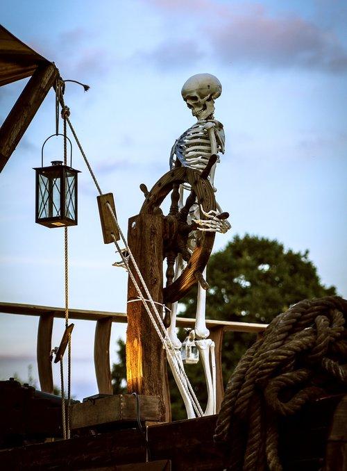 skeleton  starboard  ship