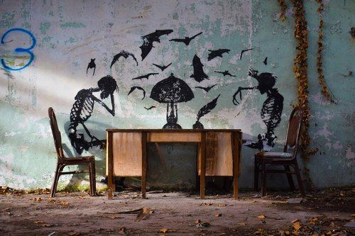 skeleton  graffiti  urbex