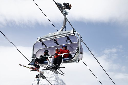 ski  zermatt  skiers