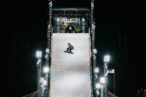 ski board boarding snow