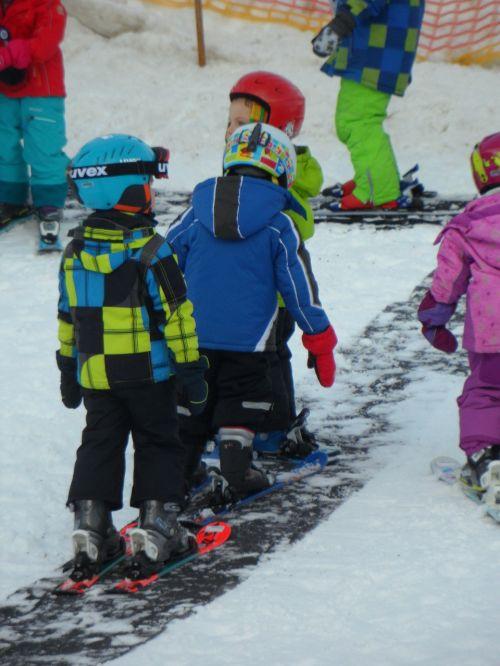ski lessons dwarfs snow