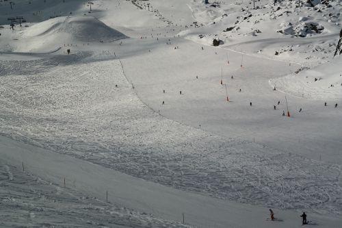 ski run skiing skiers