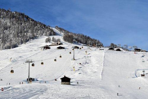 ski run  ski lift  skiing