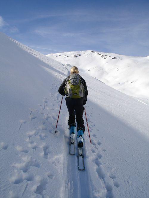backcountry skiiing ski touring skiing