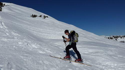 backcountry skiiing ski tour