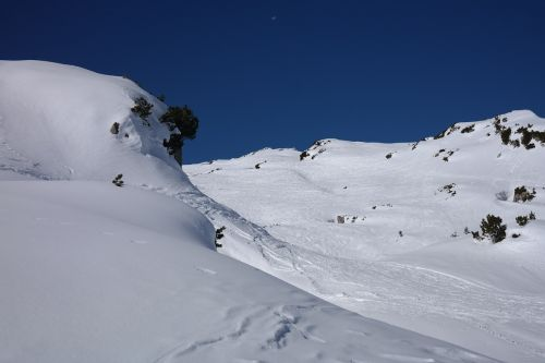 backcountry skiiing ski tour