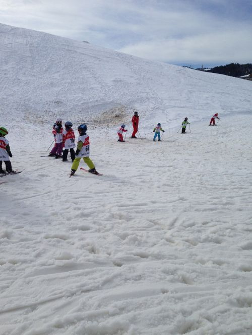 skiing children runway