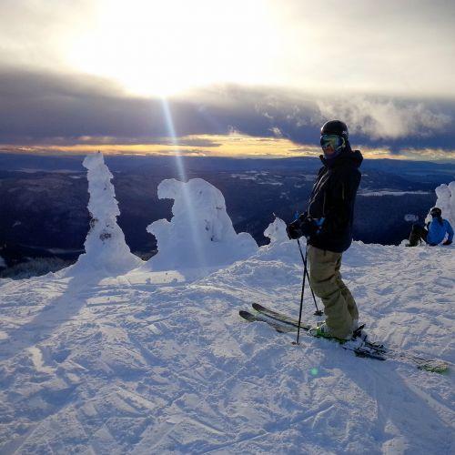 skiing sun peaks bc