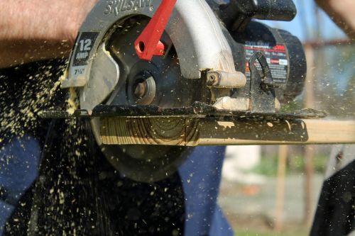skill saw circular saw cutting