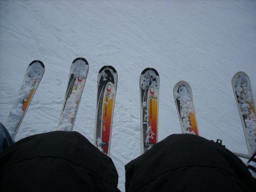 skis lift skiers