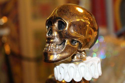 skull and crossbones gold object