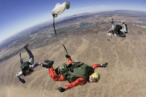 skydive parachute parachuting