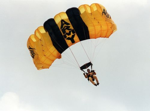 skydiver parachuting army