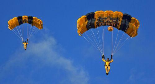 skydivers parachuting army