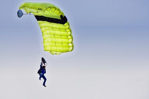 skydiving  parachute  parachutist