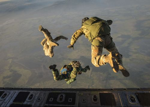 skydiving jump high altitude