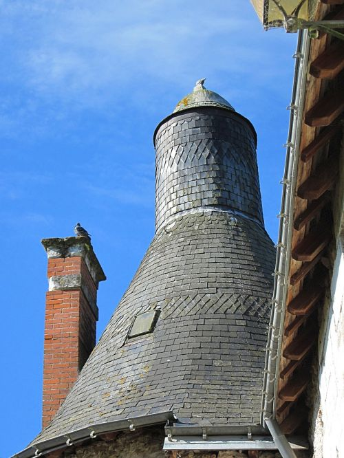 château d'esvres slate roof tower