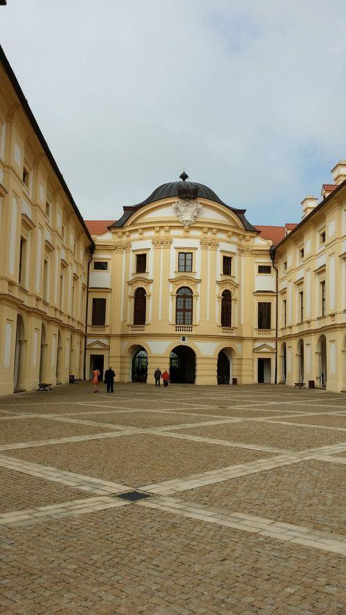 slavkov castle historic