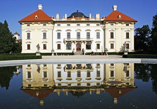 slavkov castle reflection in the water