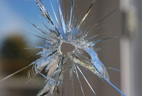 slingshot glass cracking