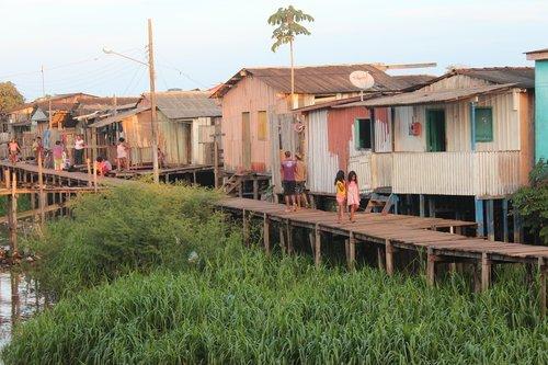 slum houses  para  amazonas