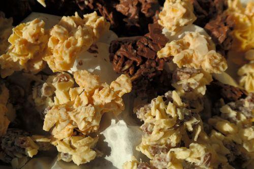 small cakes chocolate crisp happen chocolate cornflakes cakes