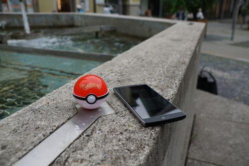 smartphone pokemon go pokeball