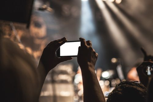 smartphone movie taking pictures