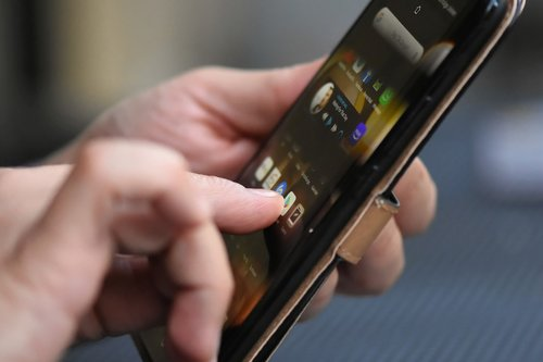 smartphone  finger  tap