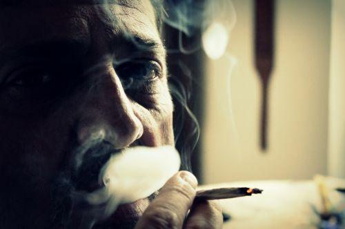 dūmai,cigarečių,rūkytojas,cigaretės,pelenai,rūkymas,žmogaus veidas,veidas,akis