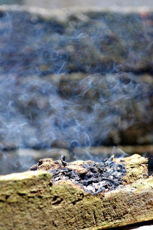 smoke dispersed smoke log
