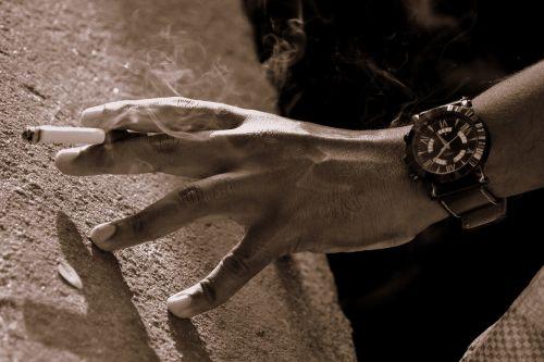 smoking cigarette time