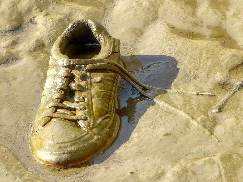 sneaker shoes mud
