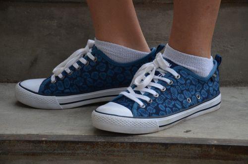 sneakers girl fashion