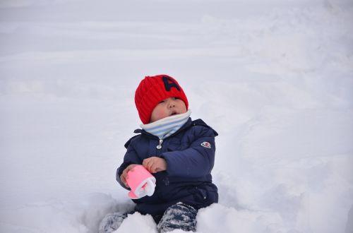 snow kids play