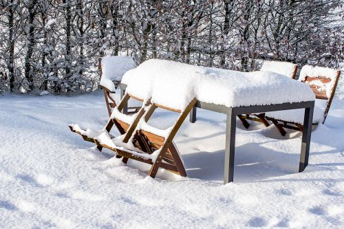 snow table chairs