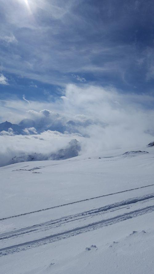 sniegas,slidinėjimas,žiema,kalnas,slidininkas,šaltas,Alpės,dangus,balta,Alpių,slidinėjimas,lauke,gamta,kraštovaizdis,mėlynas,Europa,piste,kelionė