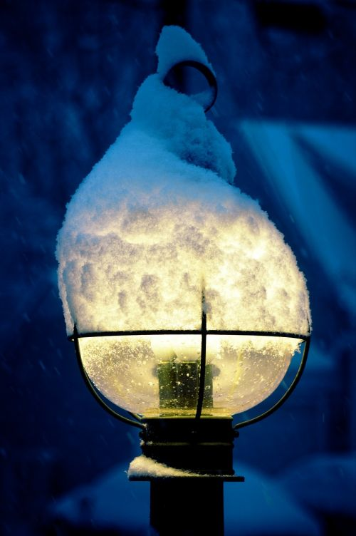 snow lamppost winter
