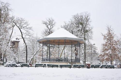 snow  kiosk  garden