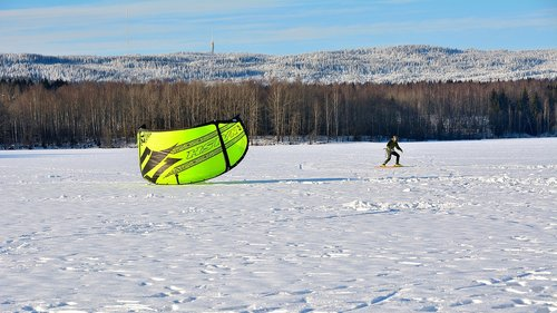 snow-kiting  winter  sport